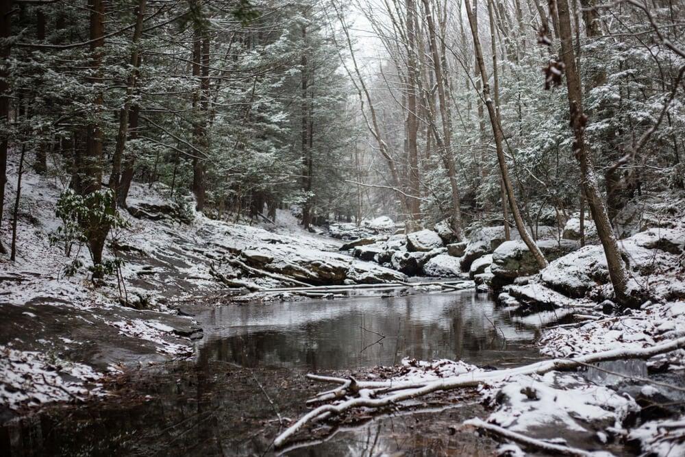 Paisaje de invierno en las Montañas Pocono.
