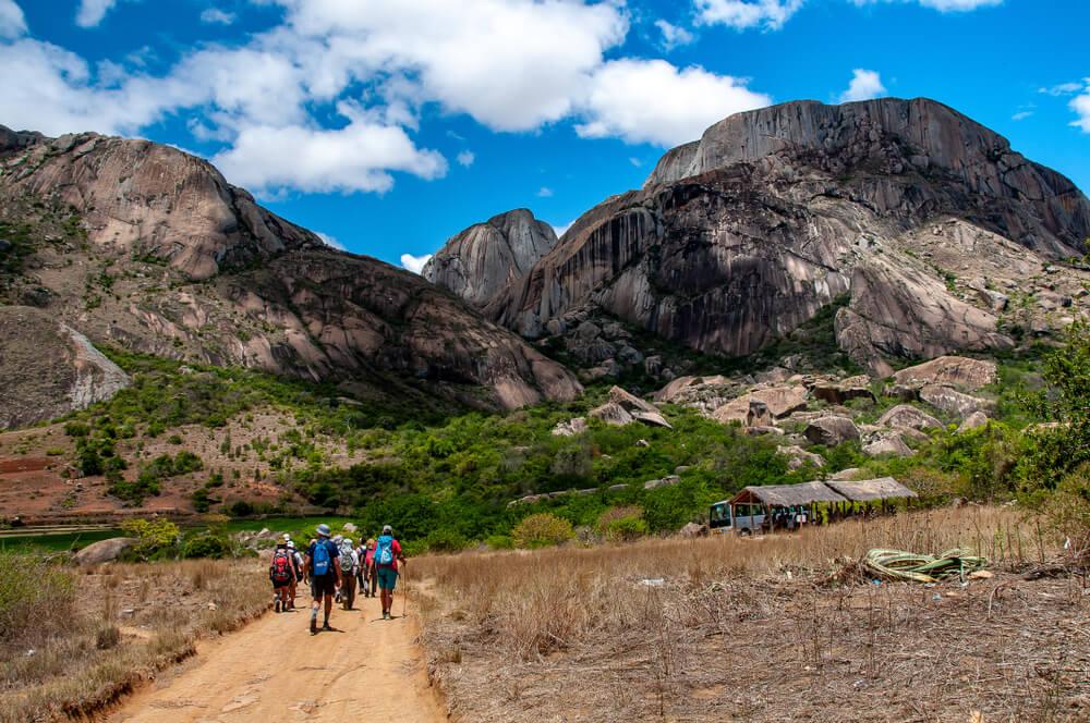 Turistas en la Reserva de Anja, Madagascar.