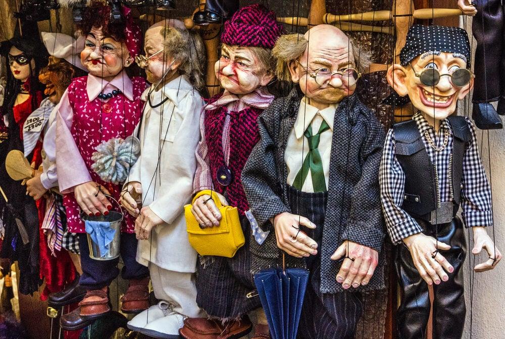 Personajes del teatro de marionetas de Praga.