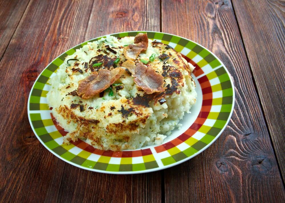 El trinxat es un plato típico de la gastronomía de Andorra y Cataluña.