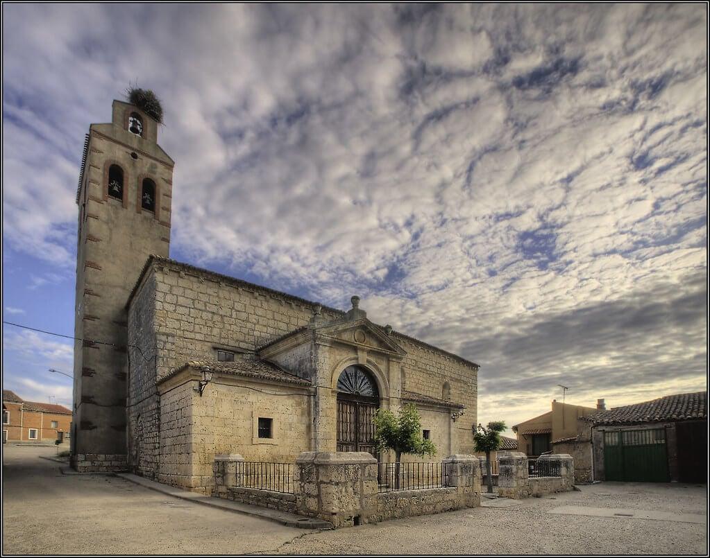 La iglesia de Santa María en el centro de Torrelobatón.