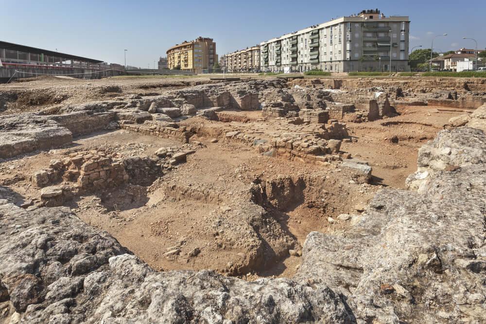 Cercadilla es un sitio arqueológico que presenta restos romanos de la Bética.