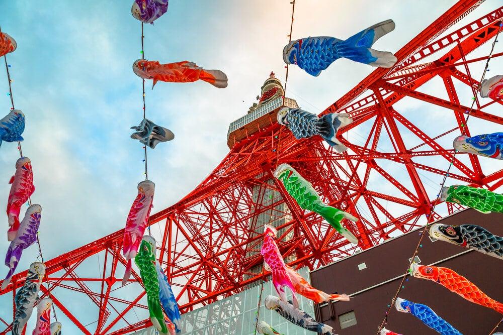 Decoración de la Torre de Tokio para la Golden Week.
