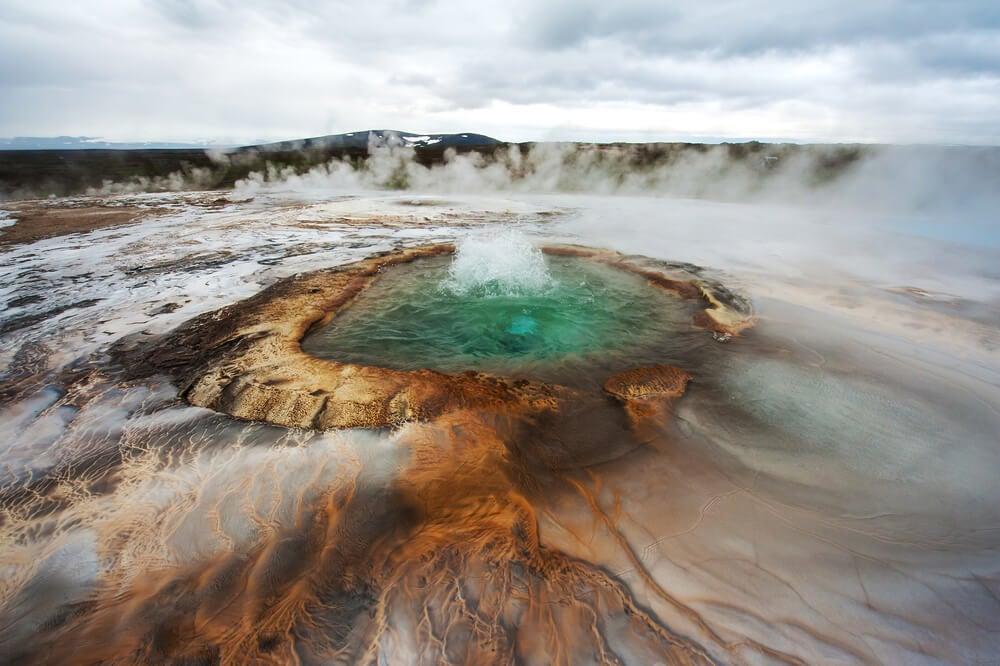 Aguas termales hirviendo en Islandia.