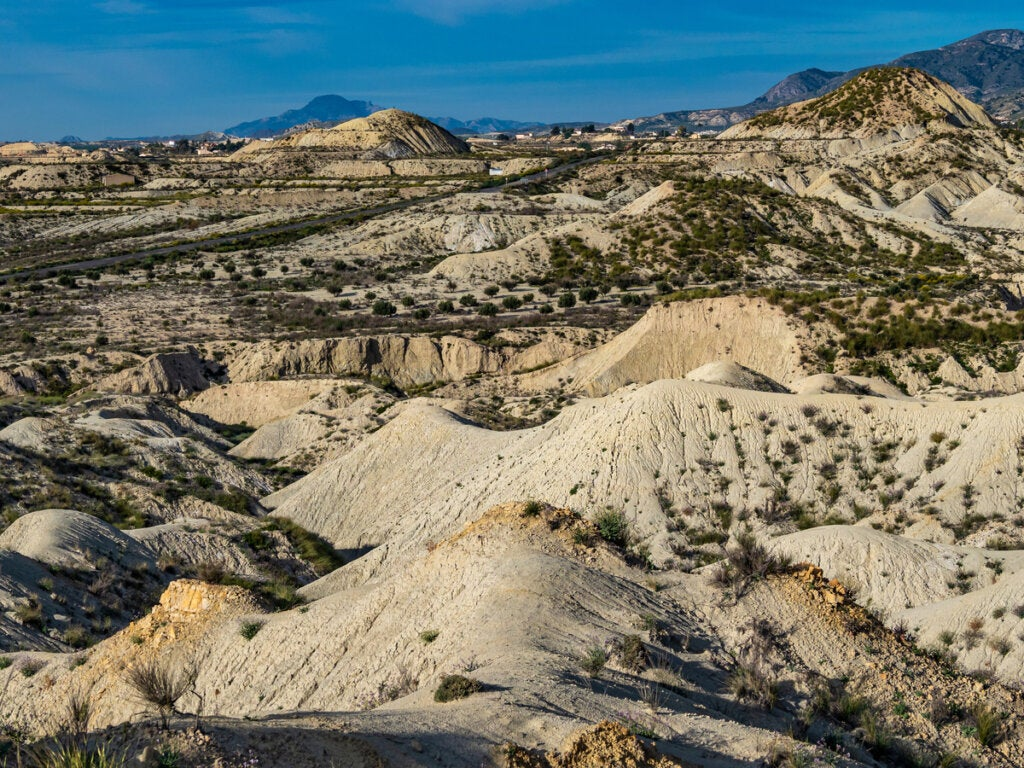 Las badlands de Fortuna representan la litología arcillosa en España.
