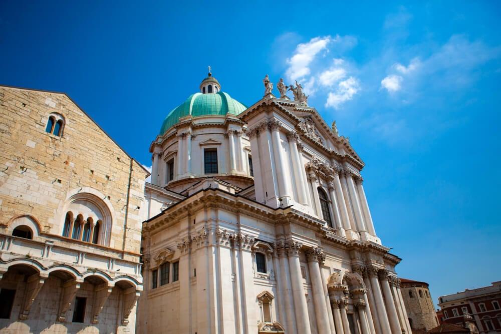 El Duomo Vecchio, ubicado junto a la catedral del Brescia, Italia.