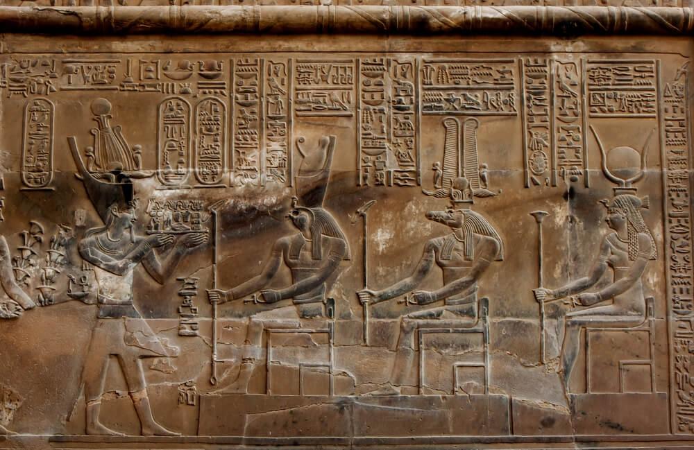 Paredes del templo Kom Ombo, en Egipto, en honor a sus dioses.