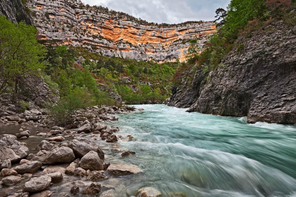 Curso de agua en el Parque Natural Regional Verdon, en Francia.