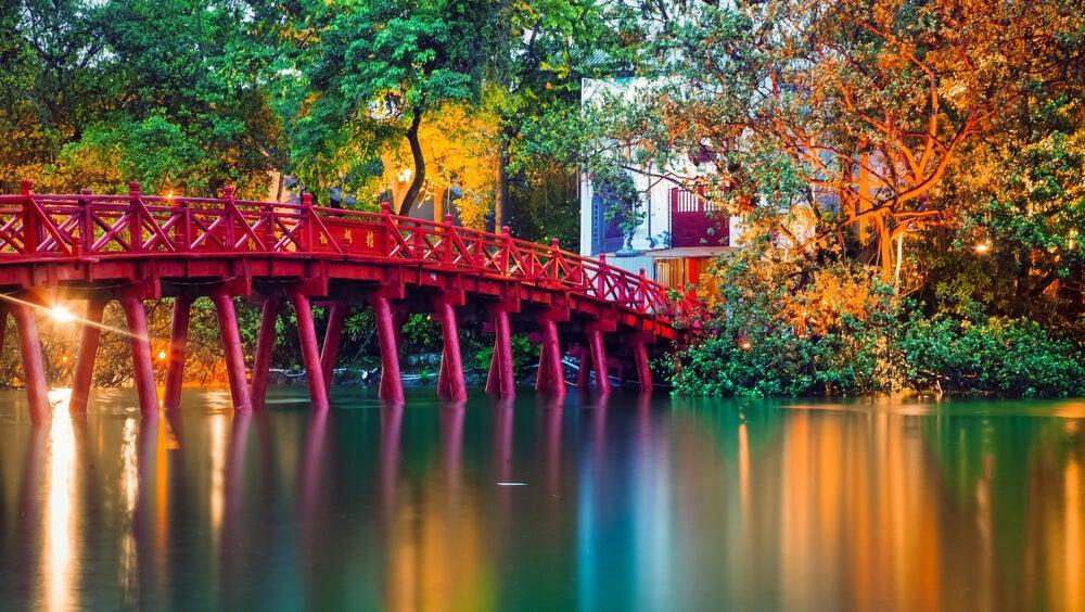 Bella imagen del Puente rojo, en Vietnam.