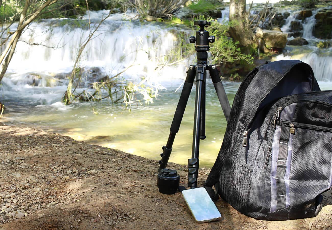 Fotógrafo trabajando cerca del nacimiento del río.