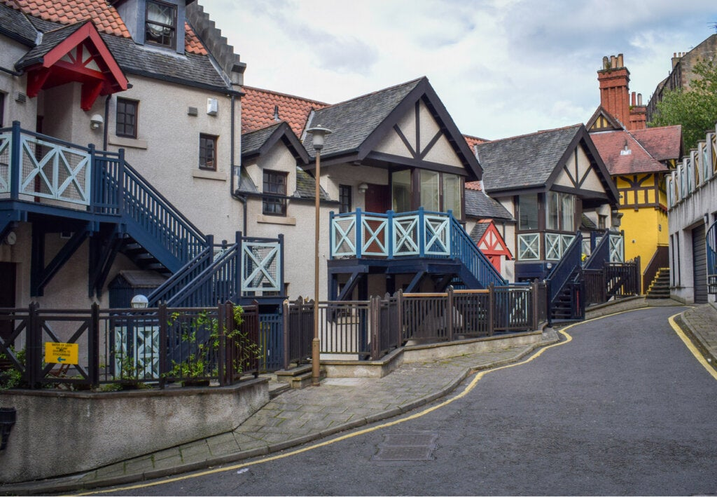 Hermosas calles de Dean Village, Edimburgo.