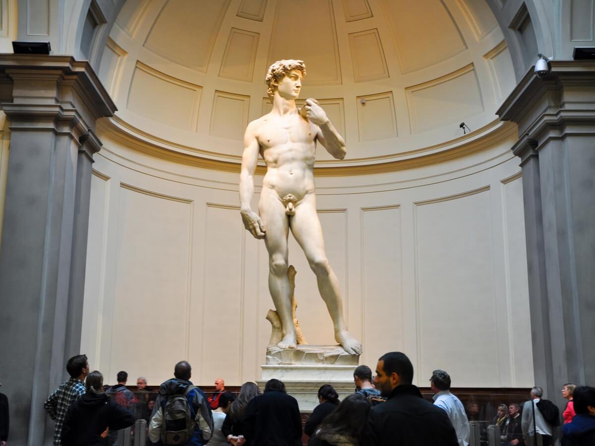 Exposición del David de Miguel Ángel en una galería de Florencia.