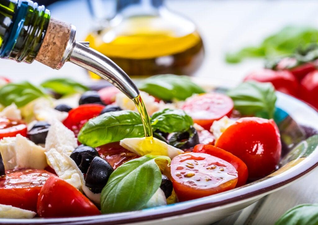 El oleoturismo está relacionado con la dieta mediterránea, por el aceite de oliva.