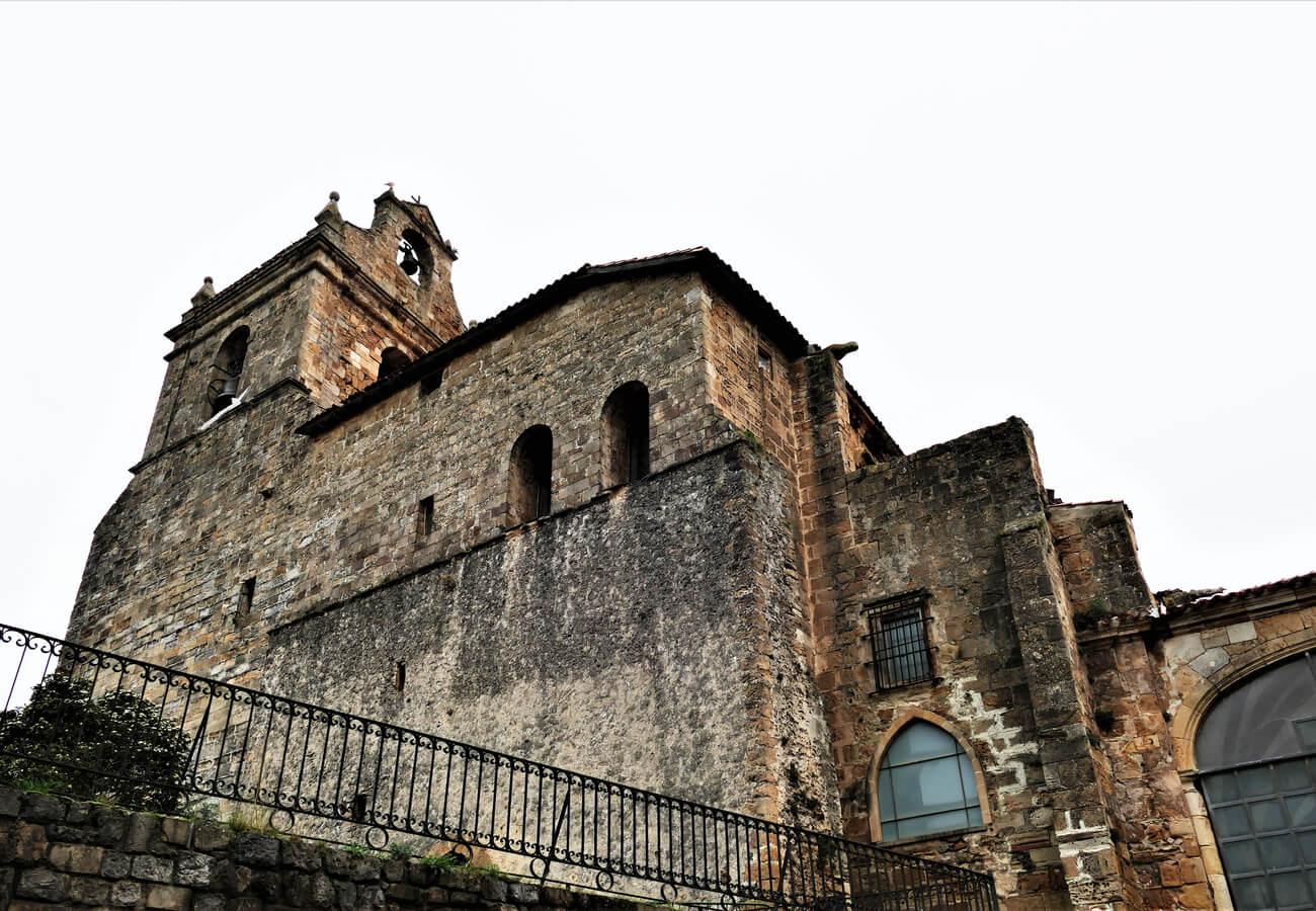 Exterior de la Iglesia de Santa María, en Laredo.