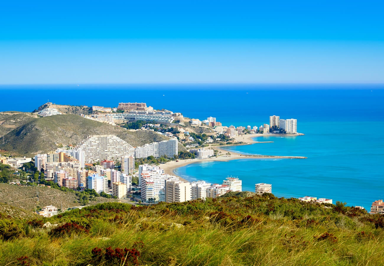 Bello paisaje de una playa de Cullera, en Valencia.