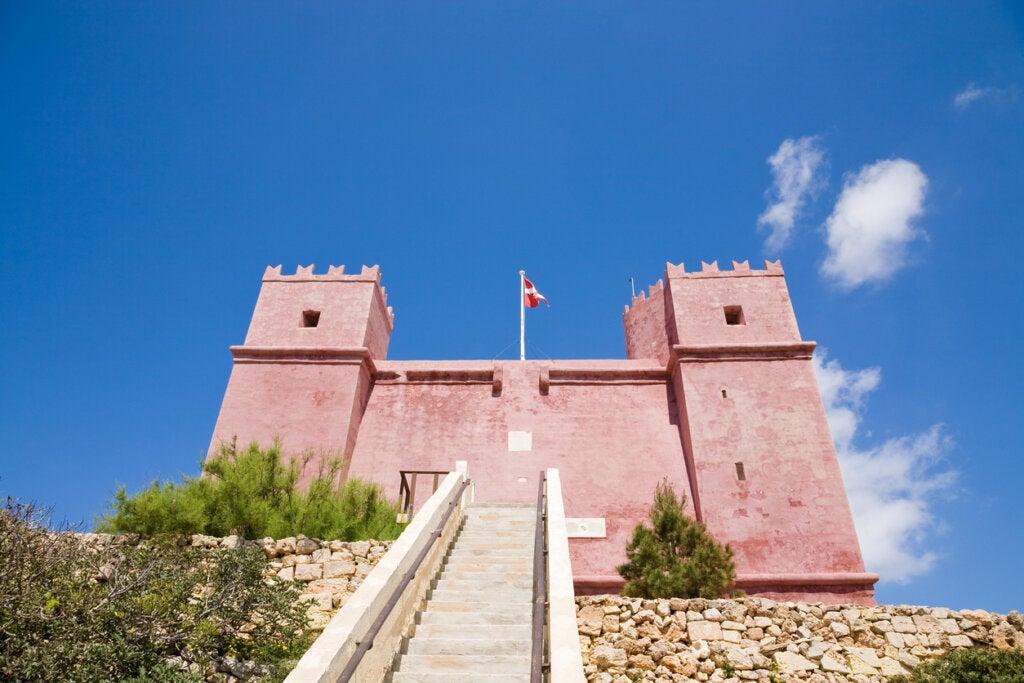 The Red Tower en Malta ofrece vistas espectaculares a su alrededor.