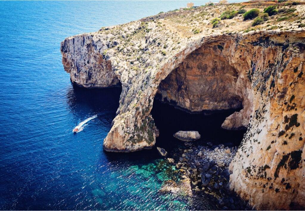 Vista aérea de la Ventana Azul de Malta.