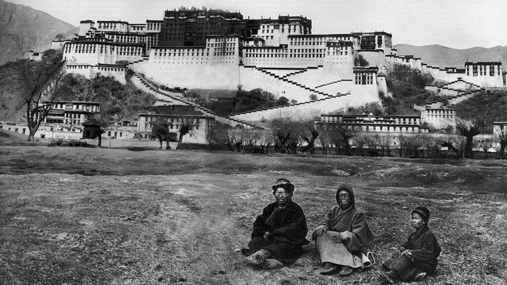 Alexandra David-Neel durante su travesía por Lhasa.