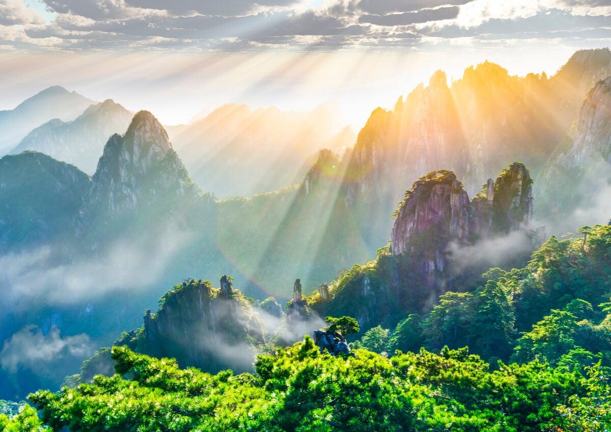 Amanecer en la Montaña Amarilla de Huangshan.