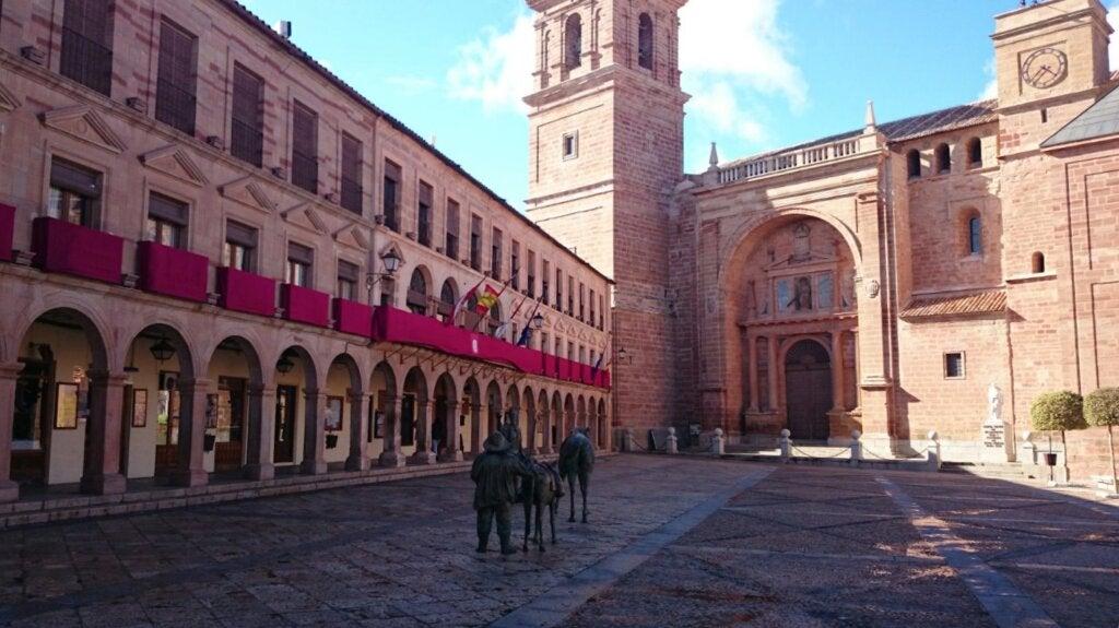 El ayuntamiento de Villanueva de los Infantes, ubicado en la Plaza Mayor.