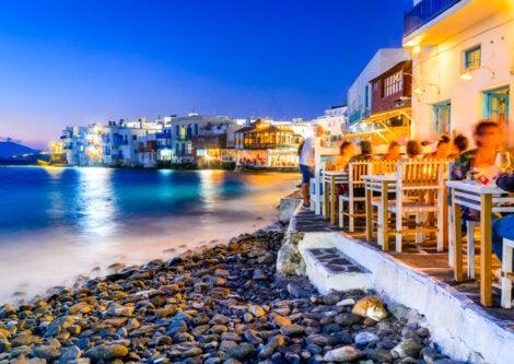 Mykonos ofrece también una vida nocturna activa.