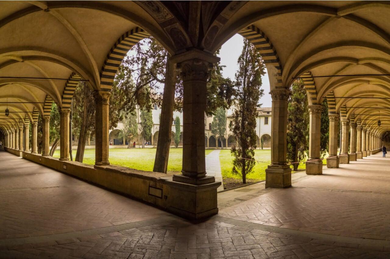 Los famosos claustros de la iglesia de Santa María de Novella.