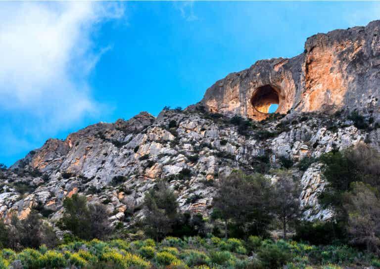 Las Cuevas del Canelobre, sus colores e historia