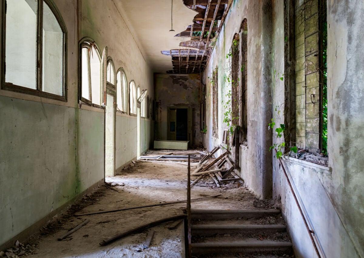 Hospital en ruinas en la isla de Poveglia.