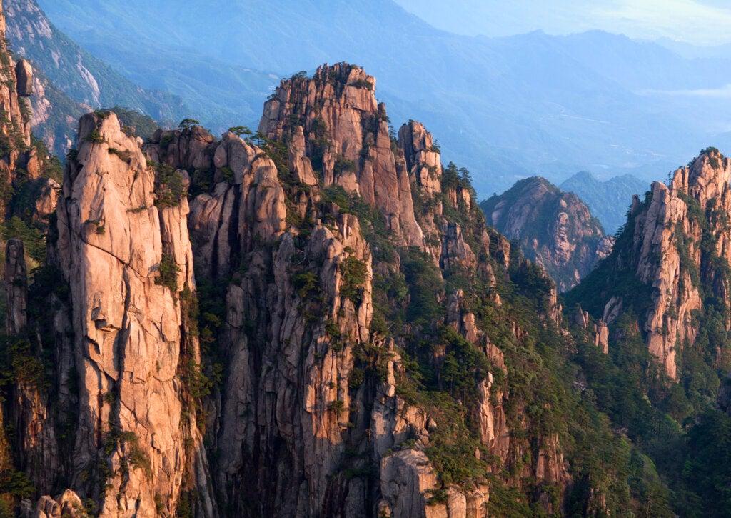 La Montaña Amarilla y su conjunto de picos rocosos