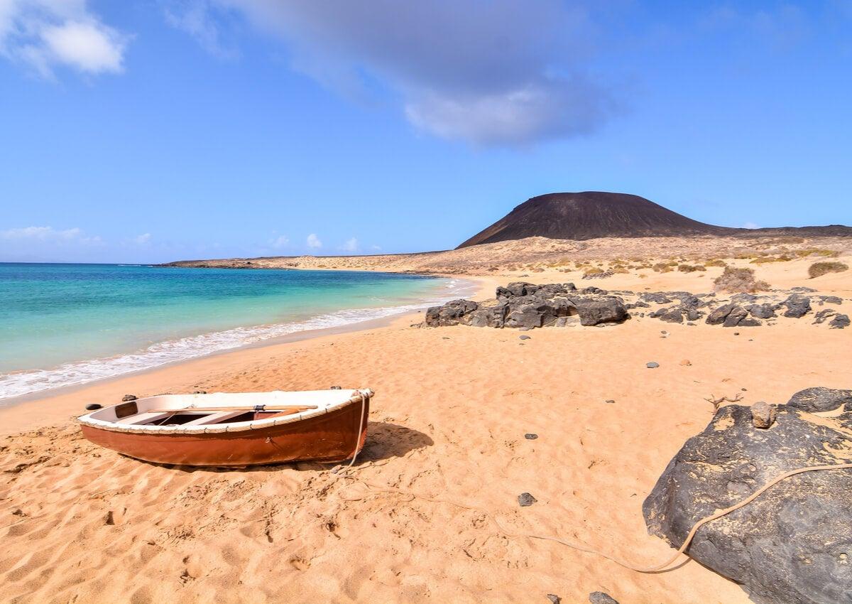 Playa de la isla La Graciosa, en Lanzarote, España.