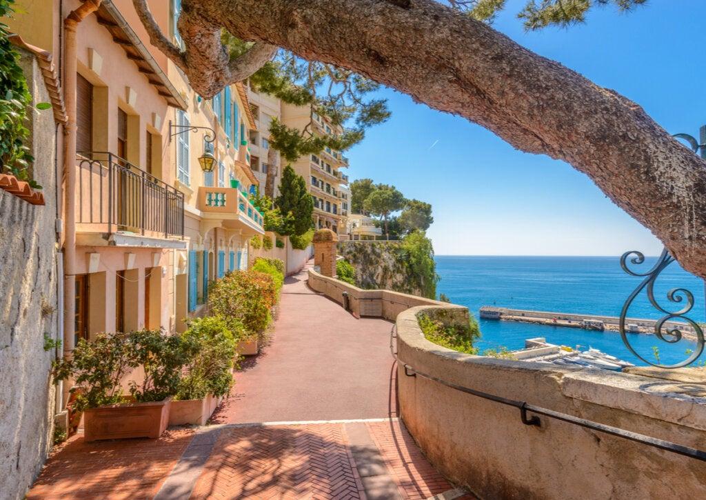 Calle en Monaco Village, en Mónaco.