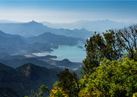 En Brasil, Paraty ofrece paisajes que combinan la selva y el mar.