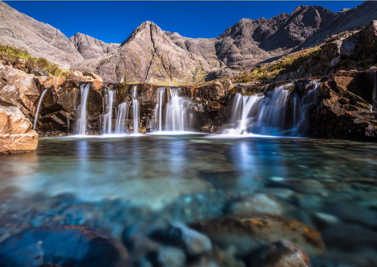 La piscina de hadas de la isla de Skye es un atractivo muy importante.