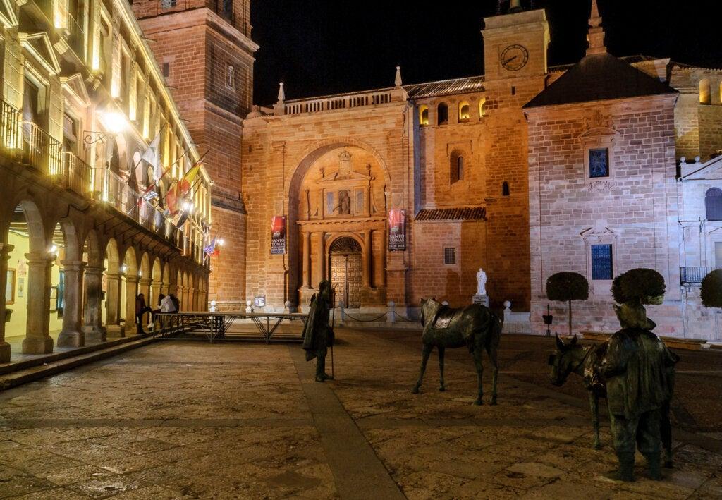 Vista nocturna de la Plaza Mayor Villanueva de los Infantes.