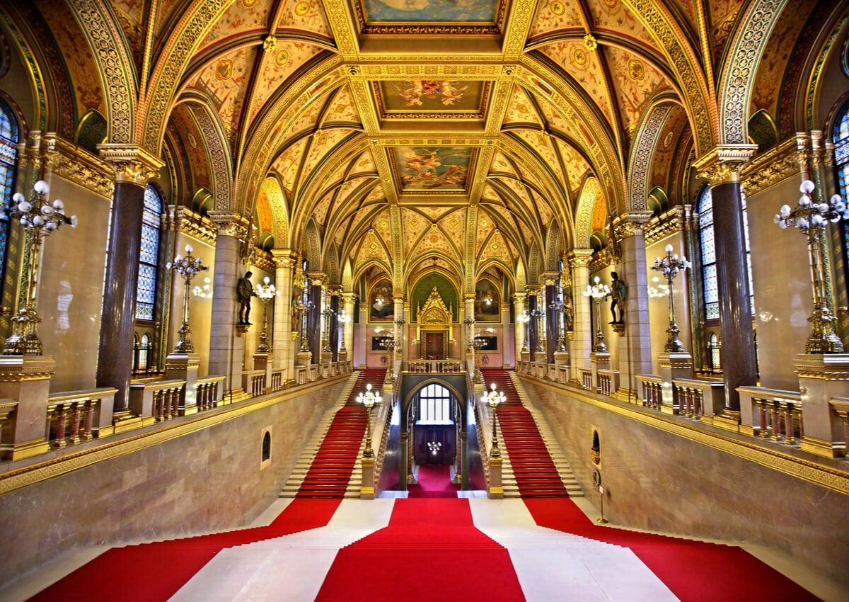El Salón de la Cúpula en el Parlamento de Budapest.