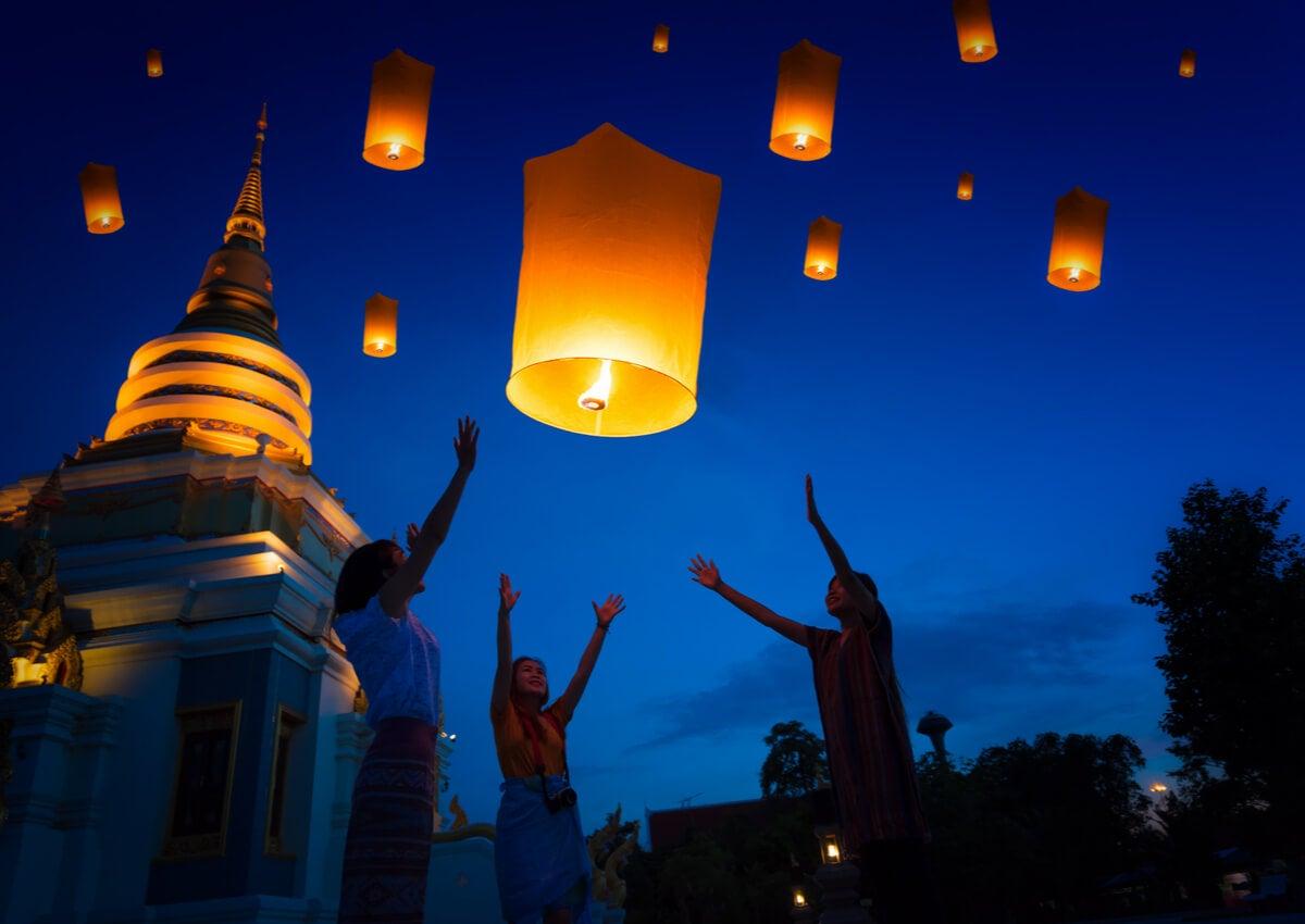 Suelta de faroles en el festival de Yi Peng, Tailandia.