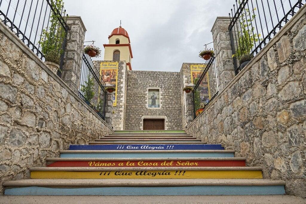 Vista lateral de la Iglesia de San Antonio de Padua.