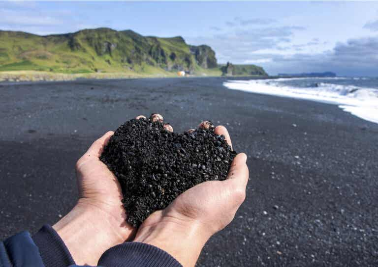 Conoce las maravillosas playas de arenas negras en Islandia