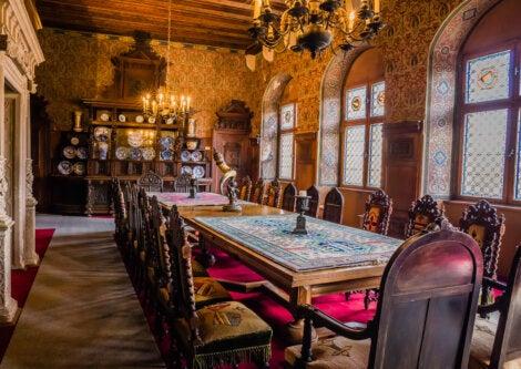 Impresionante comedor del Castillo de Cochem, en Alemania.
