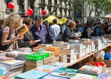 Día del Libro en Barcelona: cuando la ciudad se viste de rosas