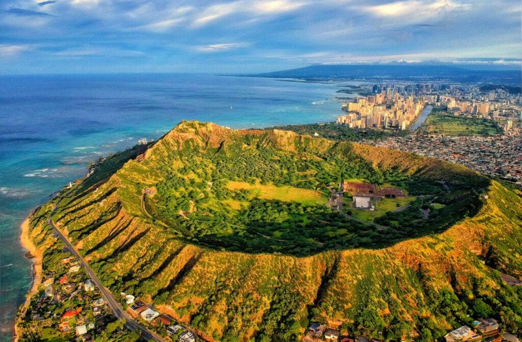 Diamond Head es un volcán ubicado en la isla de Oahu.