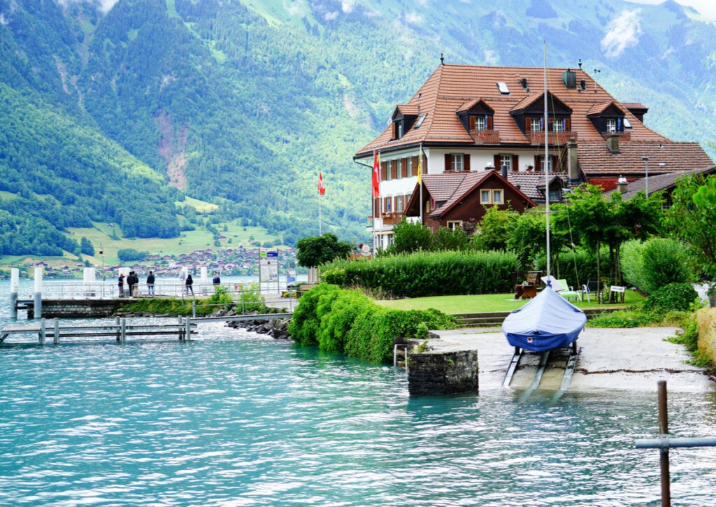 Paisaje de Iseltwald, a orillas del lago Brienz.