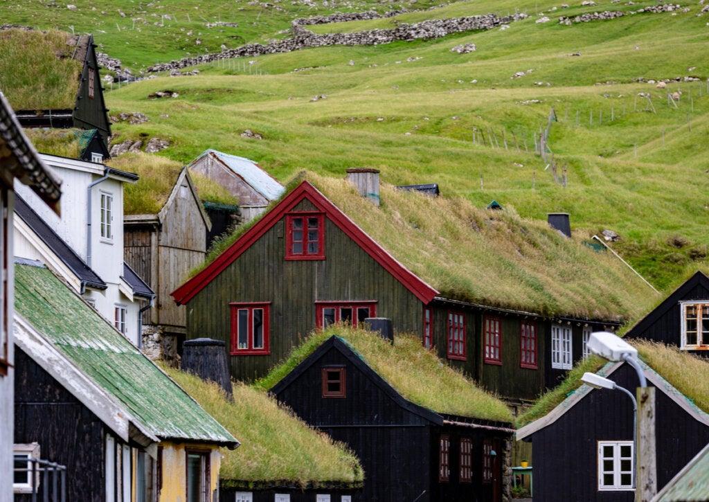 En las Islas Feroe, las casas poseen césped en el techo.