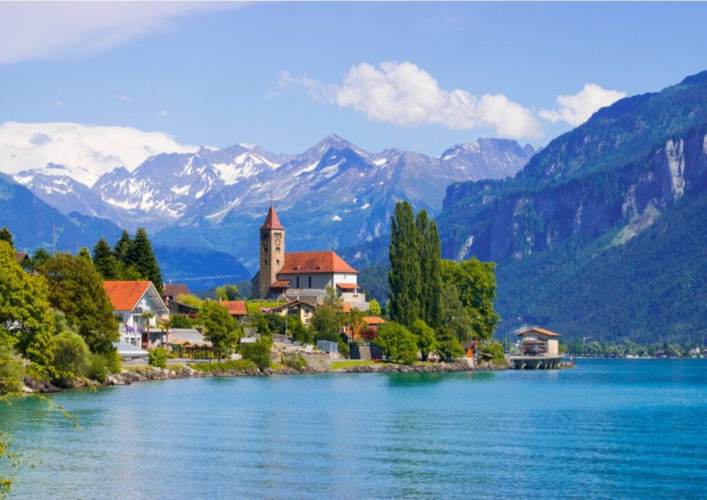 El Lago Brienz y su magnífico paisaje alpino