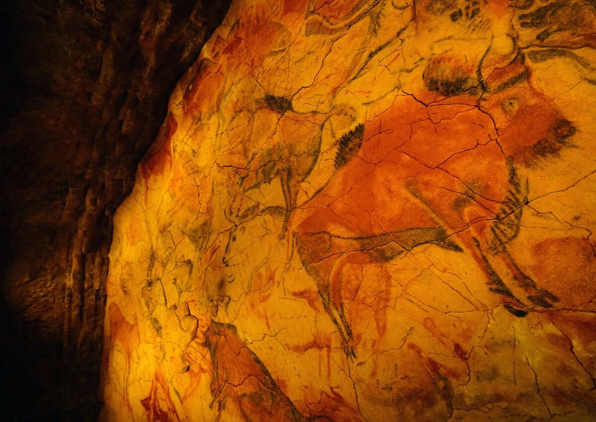 Las pinturas rupestres de Altamira son admiradas por su belleza.