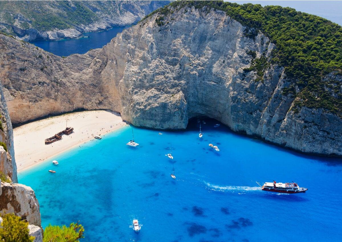 Panorámica de la playa Navagio, en Grecia.