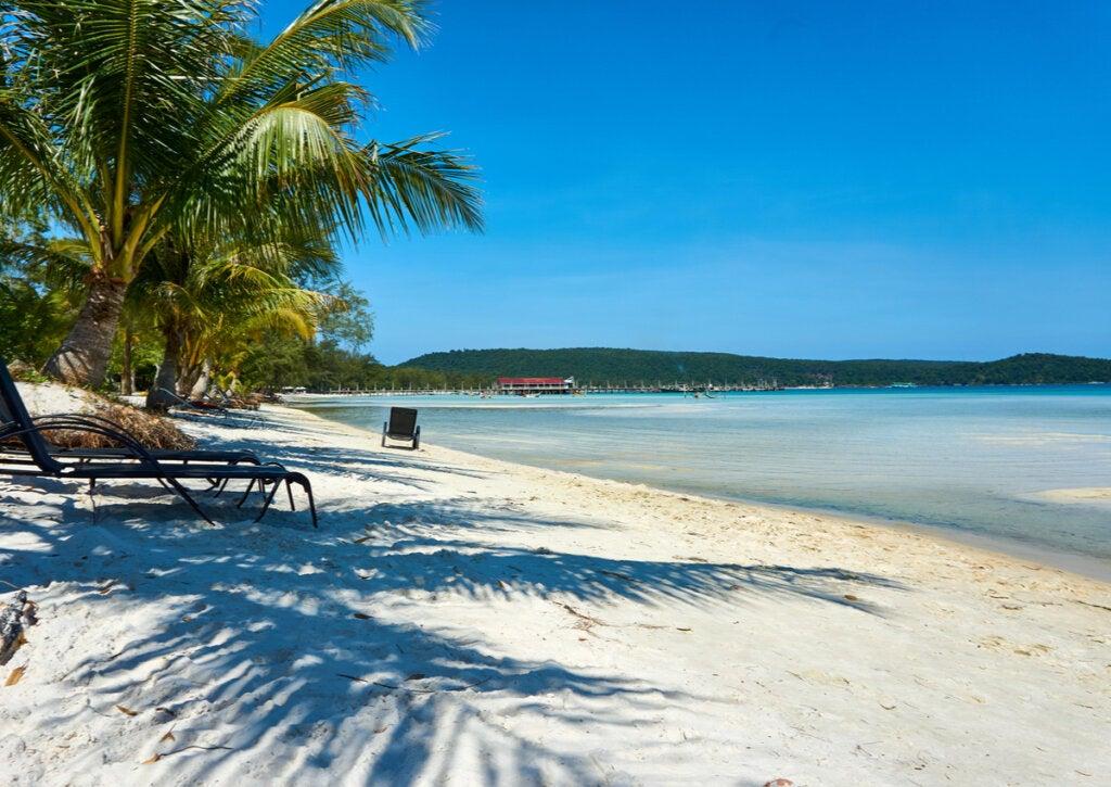 La preciosa Saracen Bay, en la isla de Koh Rong Samloem, Camboya.