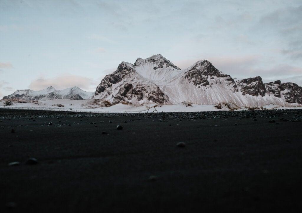 Stokksnes es un sitio de Islandia con un paisaje realmente fascinante.