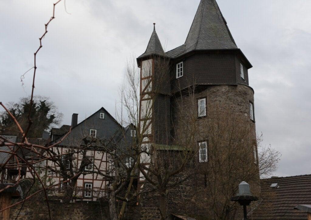 Vista de uno de los patios del castillo de Braunfels.