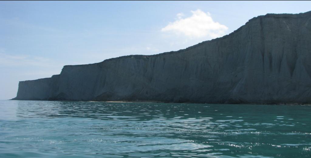 La isla Astola está deshabitada, pero es usada por los pescadores.